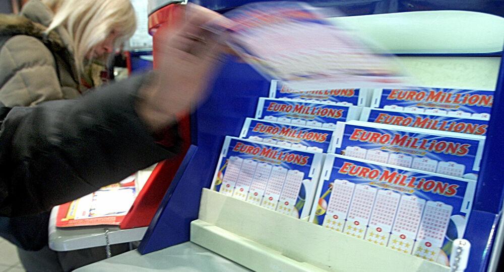 Ce Français rafle le deuxième plus gros jackpot Internet de l'histoire, sa femme croit à un canular