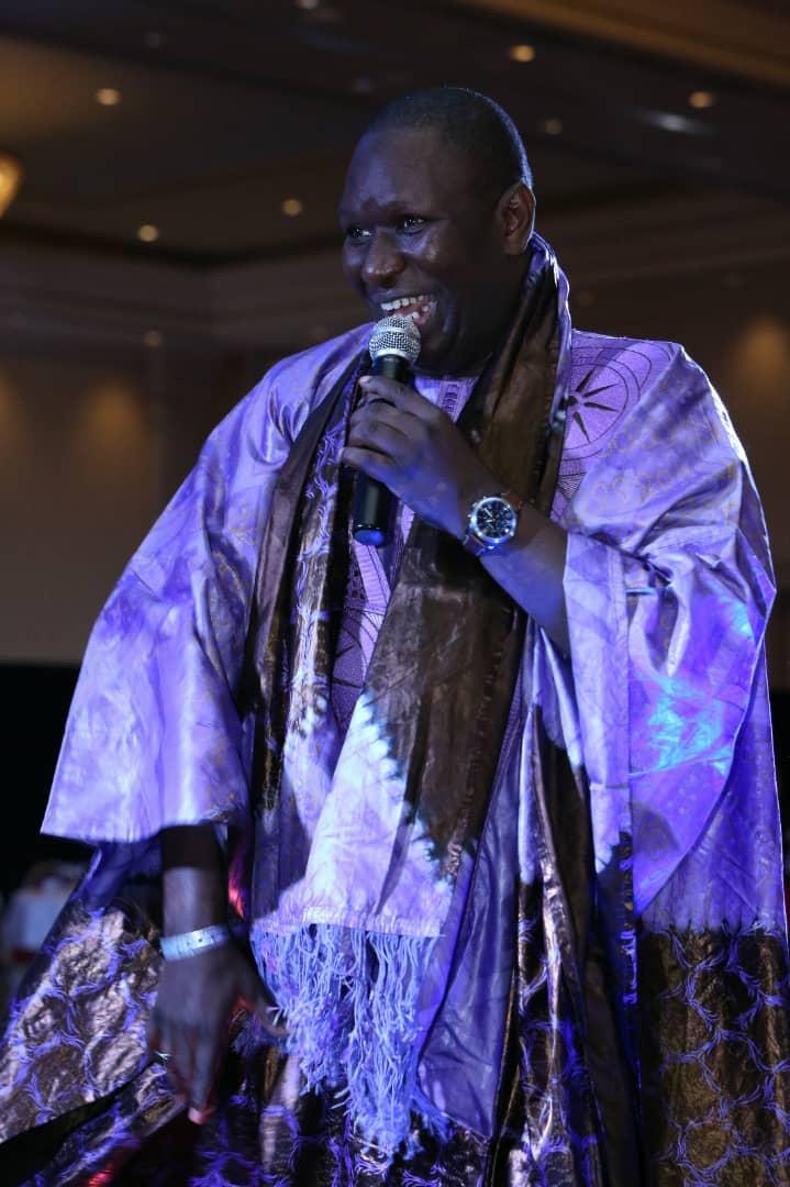 Mo Gates honore Salam Diallo a Las Vegas fashion Sénégal avec un award