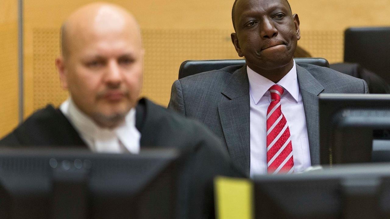 Un avocat kényan poursuivi par la justice internationale se livre à la CPI