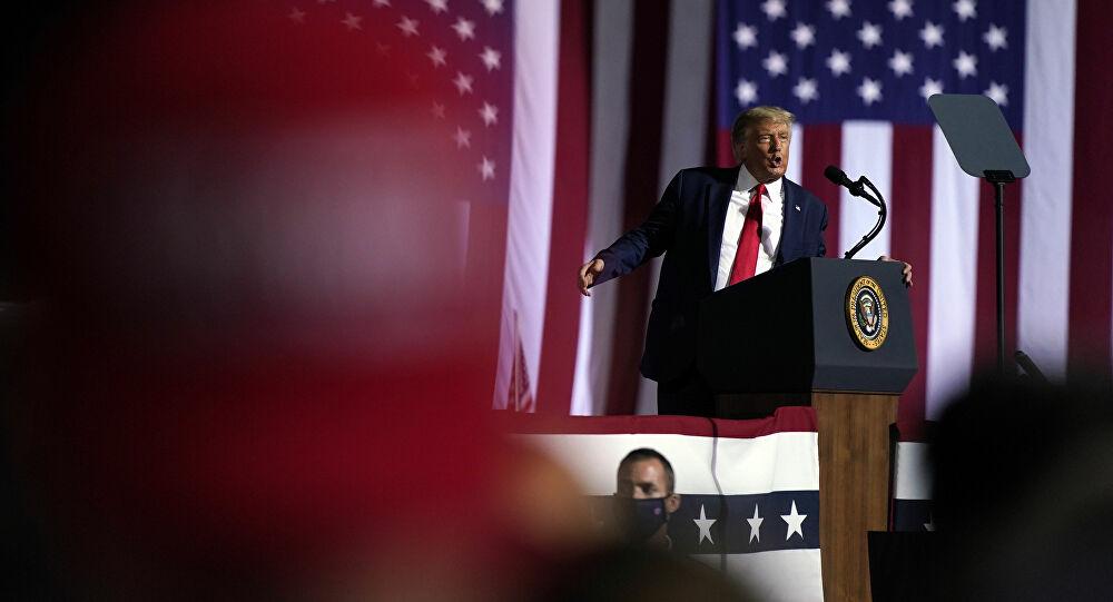 Trump réagit à la publication des premiers résultats de l'élection, qui lui sont favorables