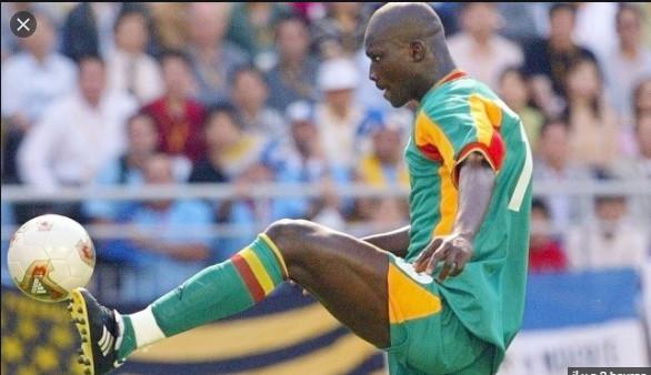 Hommage de la FIFA à Pape Bouba Diop : « Une fois un héros, toujours un héros de la Coupe du monde »