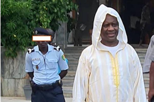 Urgent – Serigne Modou Kara réagit suite à la radiation du policier qui l'a salué en se prosternant