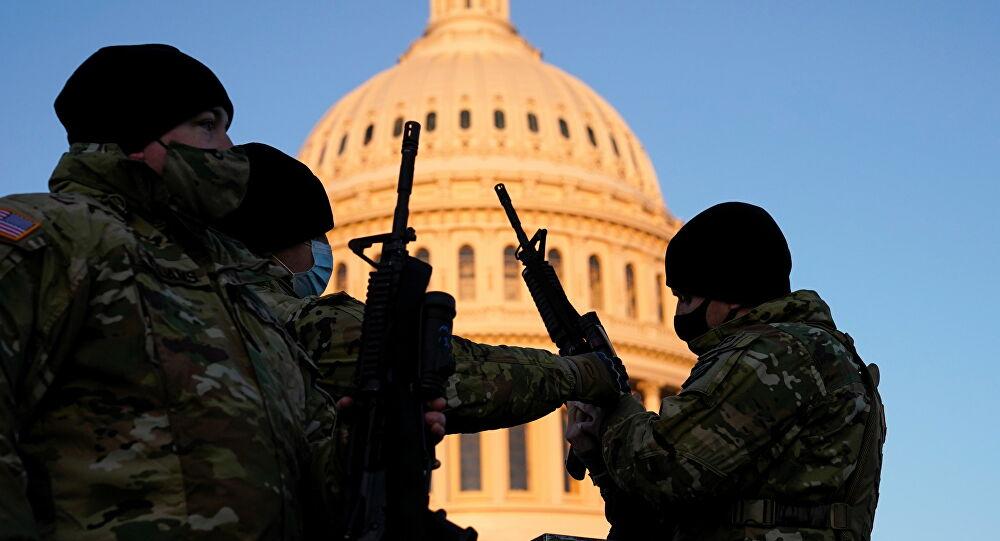 La police arrête un homme armé ayant tenté de pénétrer dans l'enceinte du Capitole