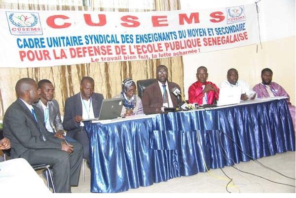 Hausse des cas de COVID-19 en milieu scolaire: Le CUSEMS accuse les autorités de «fermer les yeux sur une situation lourde de dangers»