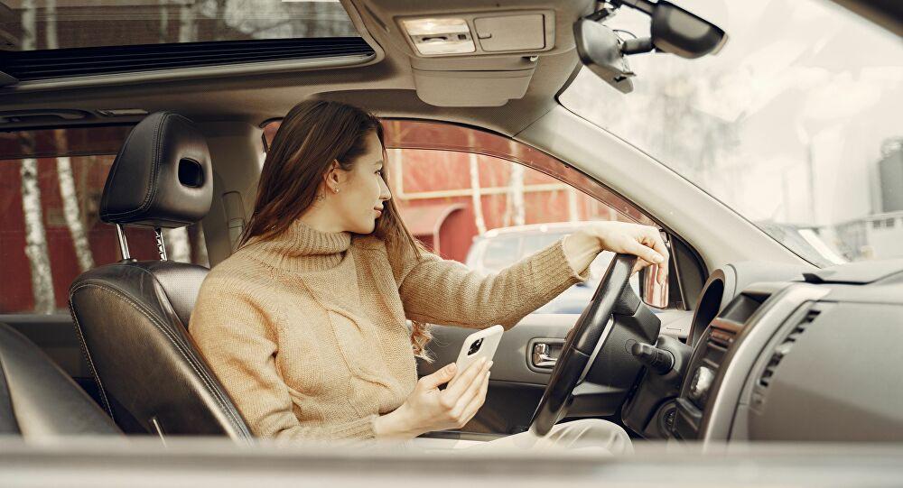 Des jeunes filles armées simulent un malaise et menacent des conductrices pour voler des voitures