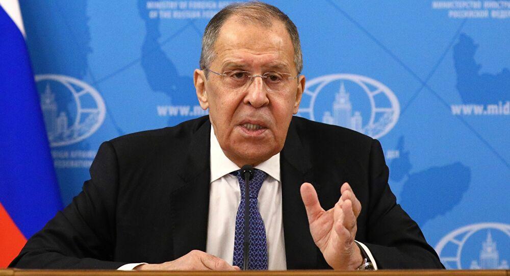 Pour Lavrov, la distribution du Spoutnik V améliore la réputation de la Russie, ce que tous n'apprécient pas