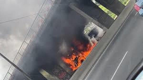 Actes de vandalisme : saccages et vols à Thiaroye, des cabines de l'autoroute à péage réduites en cendres