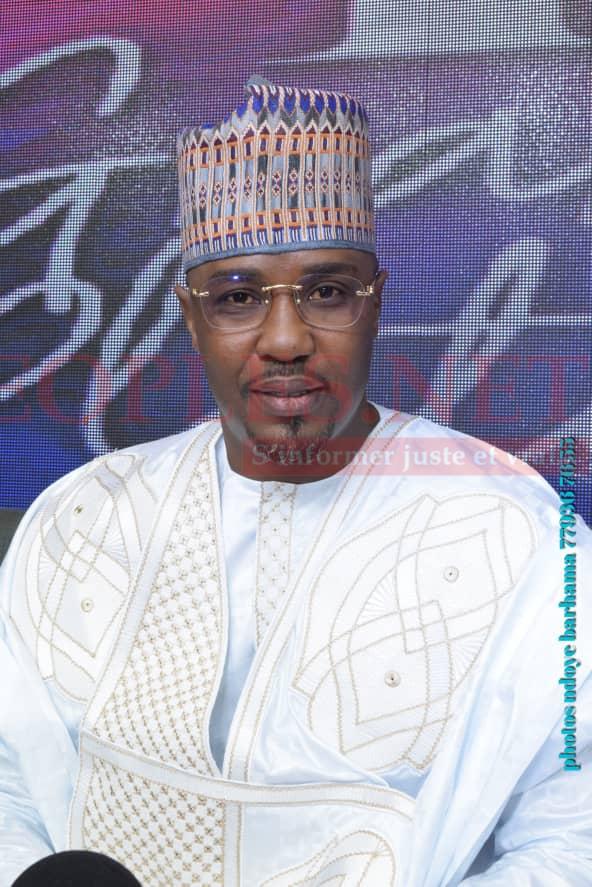 L'incontournable de la bande FM, Cheikh Sarr illumine le G.P de la Sen tv avec son nouveau look