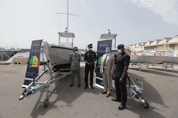 Assistance Technique au Programme Sensec-UE, l'Union européenne offre quatre embarcations à la Douane