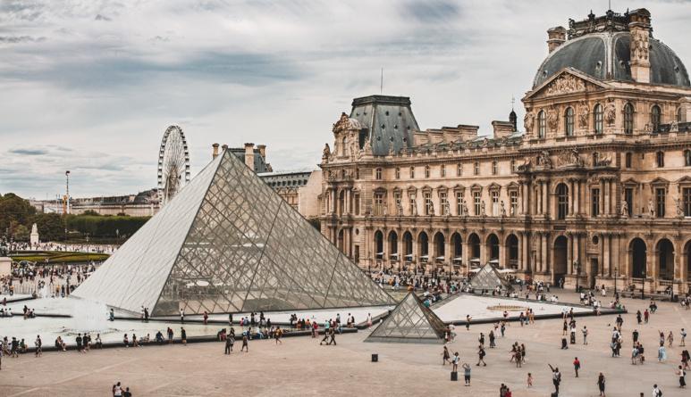 Une première au musée du Louvre
