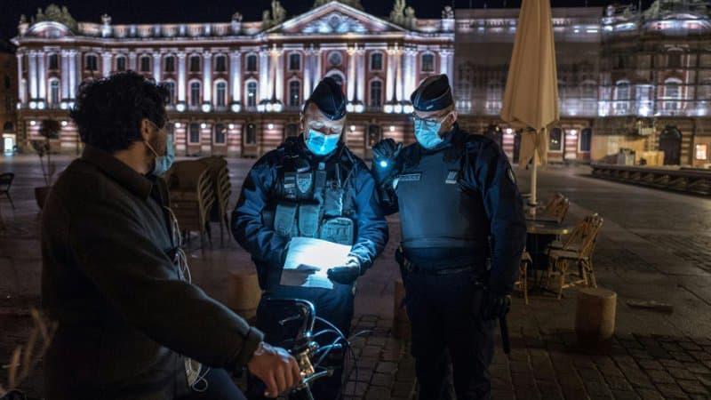 EN DIRECT - Il est 23h: la police tente de faire respecter le nouvel horaire du couvre-feu