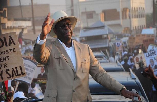 Macky via Touba : de présumés Sonko Boys huent le cortège et bousillent la voiture de Sokhna Mame Say Mbacké