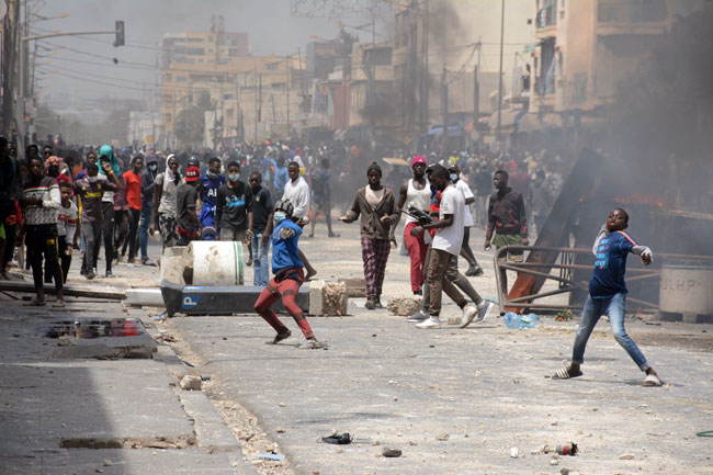 Du Complotisme au Populisme: Les ennemis rampants de la paix sociale au Sénégal