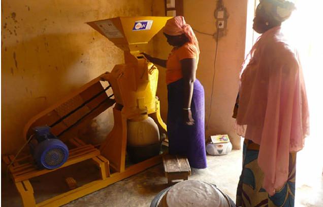 Allègement des travaux domestiques dans l'île à Morphil : Dix moulins à mil remis à des groupements de femmes