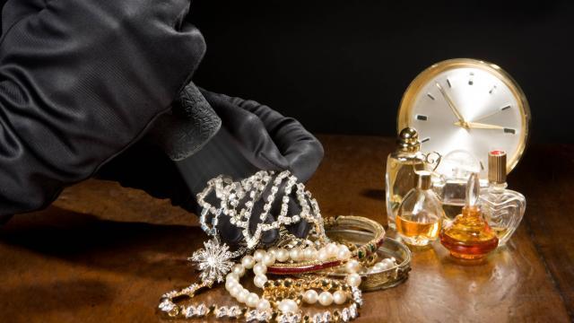 Cité Mackiyou Faye: Des bijoux en or et en diamant emportés, le voleur filmé...