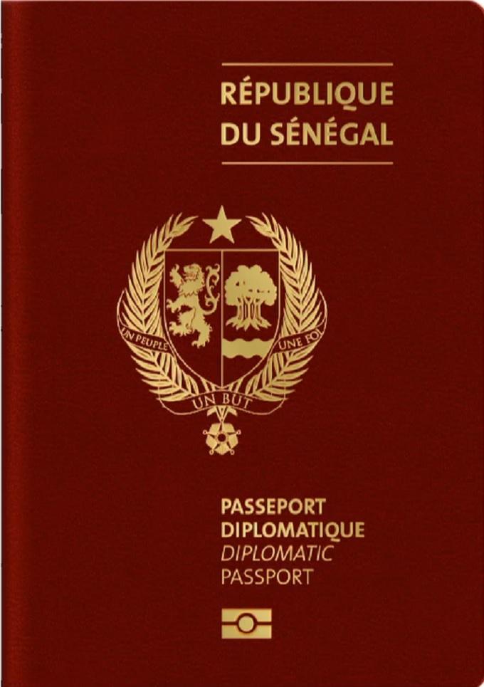 Voici la couleur des nouveaux passeports diplomatiques depuis 2019...