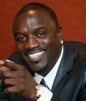 Akon crée l'indignation au Ghana « Il n'y aura pas de femmes à la peau foncée dans son clip »