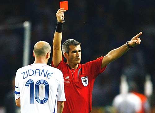 L'arbitre qui a expulsé Zidane en finale de Coupe du monde admet « n'avoir rien vu »