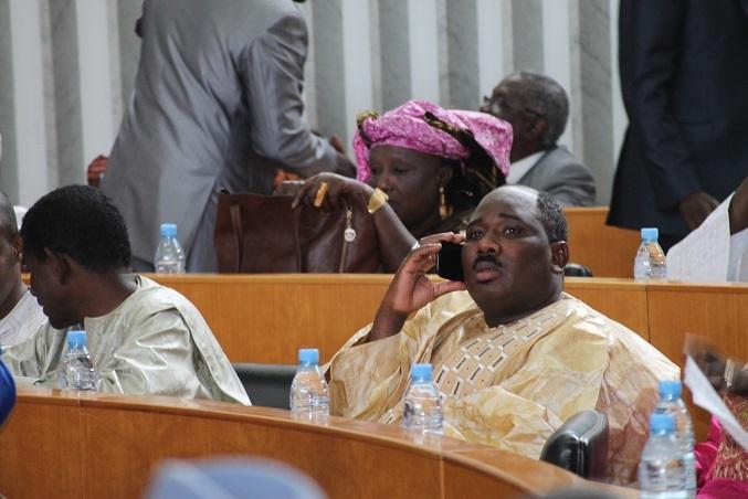 Le griot du président, Macky Sall et le directeur de ANEJ se sont livrés à une bagarre d'enfer Bagarre au palais de la République