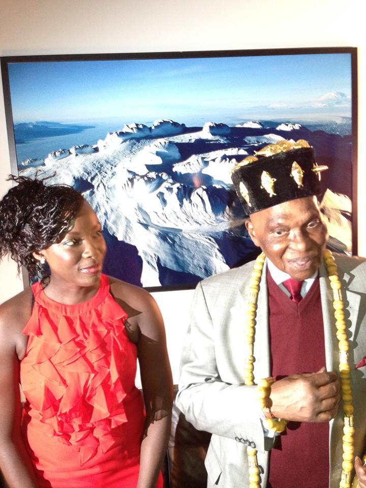 """Abdoulaye WADE à Abidjan et le """"cadeau"""" du comité d'organisation du congrès de la fédération des Jeunes Avocats d'Afrique"""