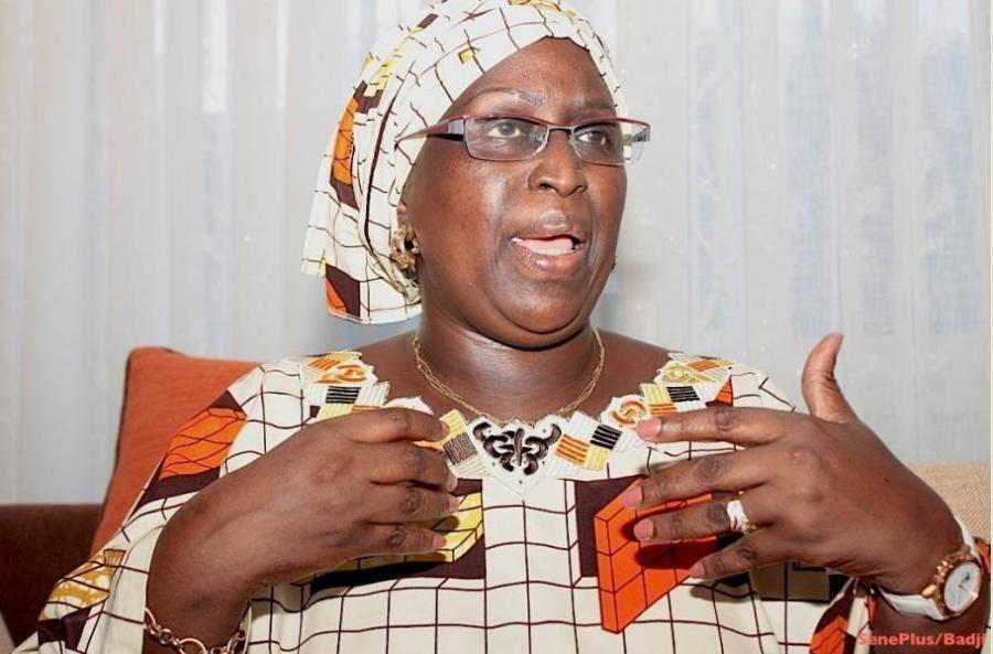 """Elle la taxe d'ex-génitrice du Mouvement des """"niénios"""" et actuelle porteuse de sac de Marième Faye, Penda Mbow l'accuse de prostituée"""