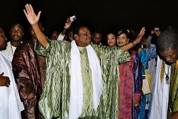 Cheikh Bethio Thioune célèbre 11 mariages et offre 500 000 Fcfa à chaque couple