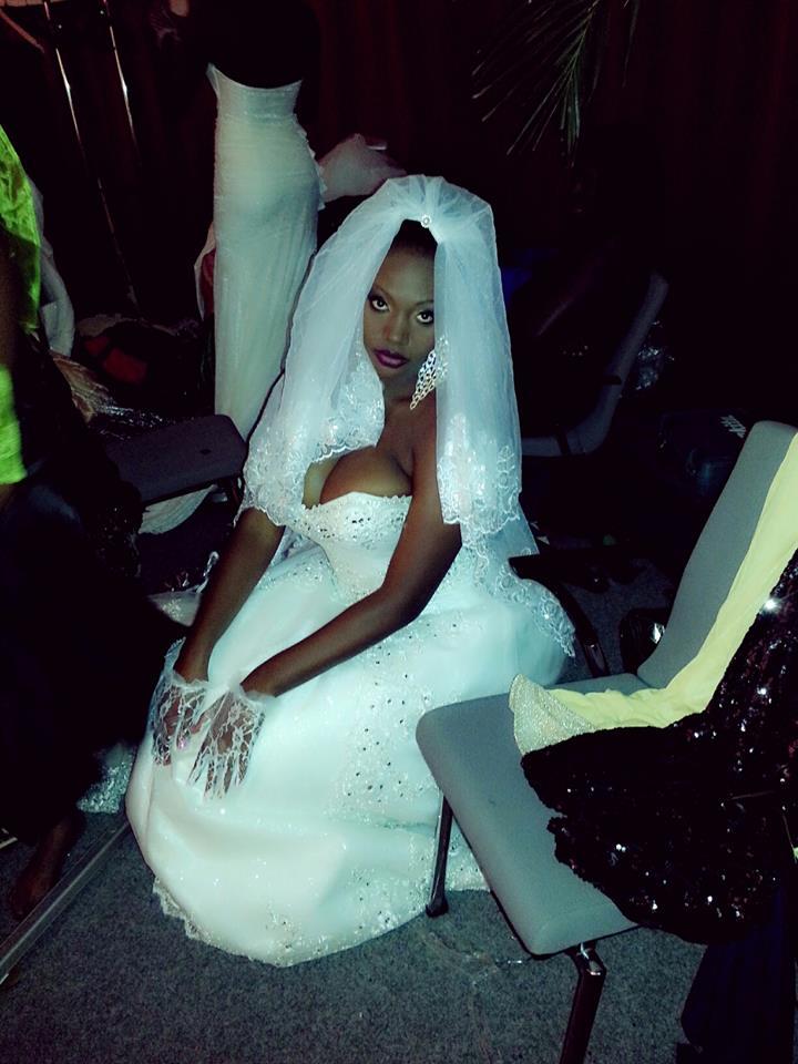 Le mannequin Samira Nicky Diop rebelote avec sa poitrine, le jour de son mariage ?