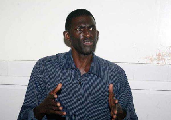 """Ansoumana Ndione Président de l'Association des Malades mentaux:  """"Lors de la venue de Obama tous les fous de Dakar étaient parqués dans un coin"""""""