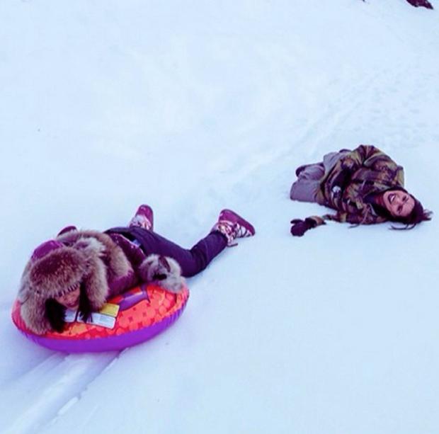 PHOTOS Rihanna fête ses 26 ans en maillot de bain… dans la neige