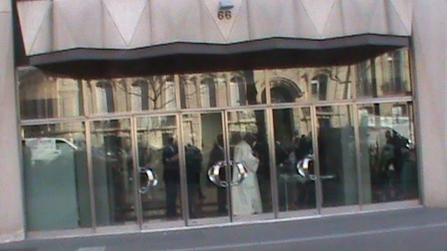 Groupe Consultatif : L' entrée de la salle a été filtrée pour empécher les huées de l'opposition