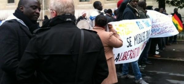 """IMAGES - L'opposition devant la Banque Mondiale aux cris de : """" Macky voleur, Macky dictateur """""""