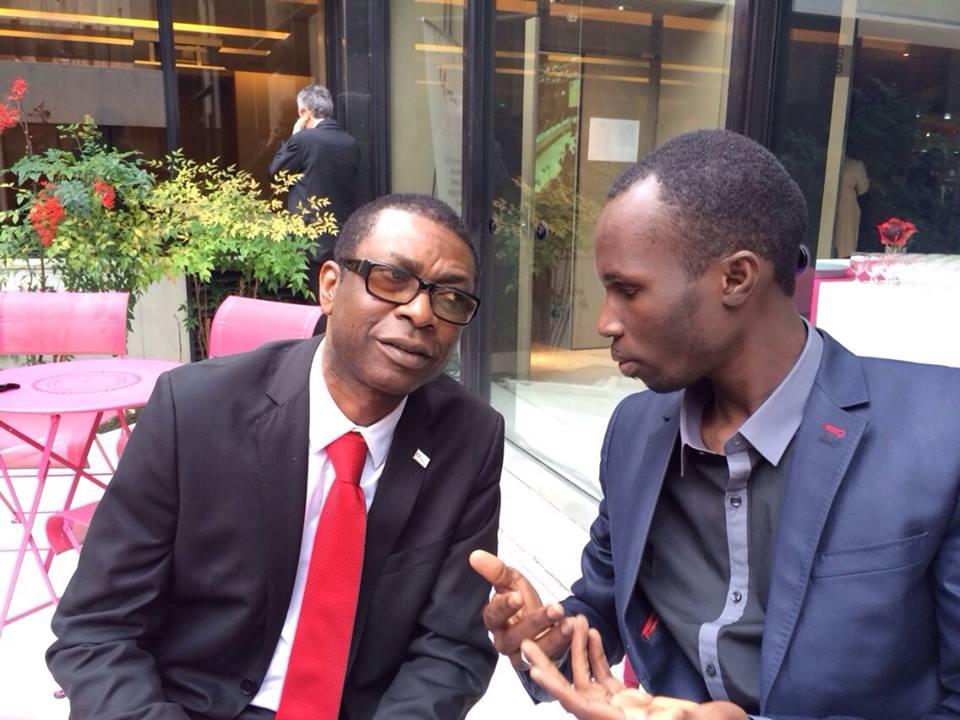 Dame Dieng éditeur du site Leral.net en compagnie de Youssou Ndour à Paris