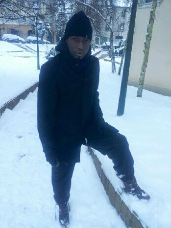 Photos: Tanor Tita Mbaye retrouvé dans le froid glacial de Paris en cie de son frère