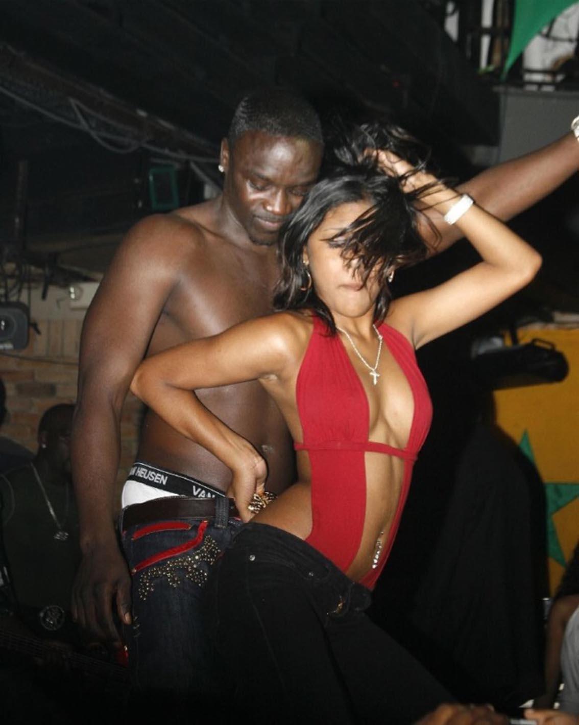 Akon traite la monogamie de chose stupide