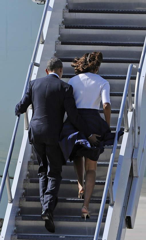 Zoom Photo: Obama aime taper les fesses de sa Michelle