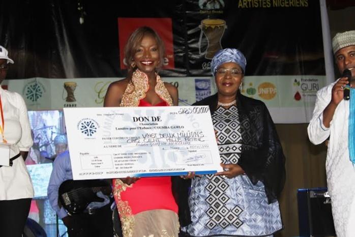 Coumba Gawlo débloque 22, 5 millions de Lumière Pour L'enfance Coumba Gawlo à la fondation GURI VIE MEILLEURE de la 1ére Dame du Niger