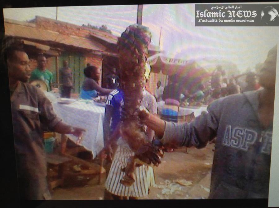 Des jambes de musulmans rôties vendues sur un marché à Bangui
