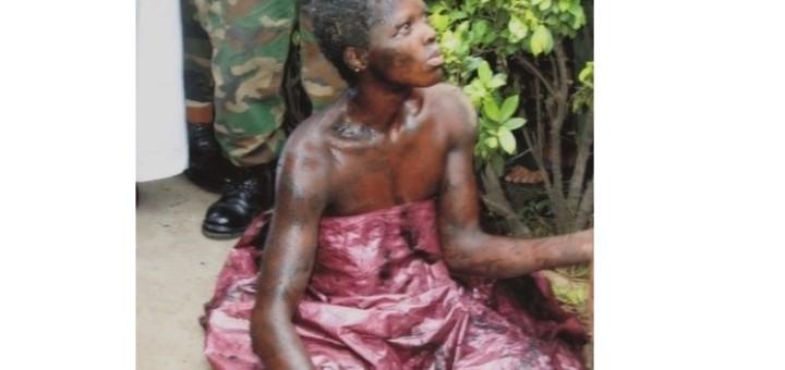 Photos choquantes: une présumée sorcière se change en un oiseau et reste coincée sous un drainage à Lagos ( Nigéria)