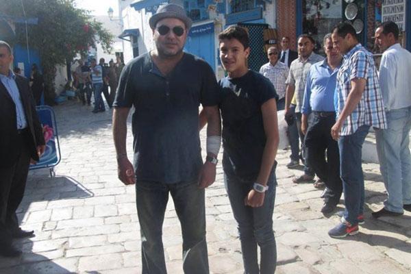 En Tunisie: Le Roi Mouhammed 6 méconnaissable marche seul sans protocole