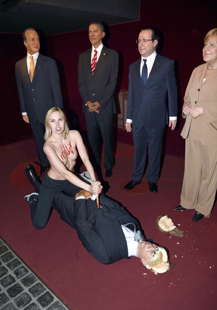 Poutine poignardé au Musée Grevin