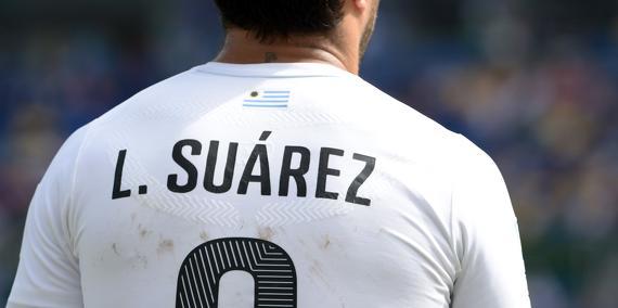 Mercato – Liverpool/Barcelone/Real Madrid : Sa morsure pourrait coûter cher à Luis Suarez !
