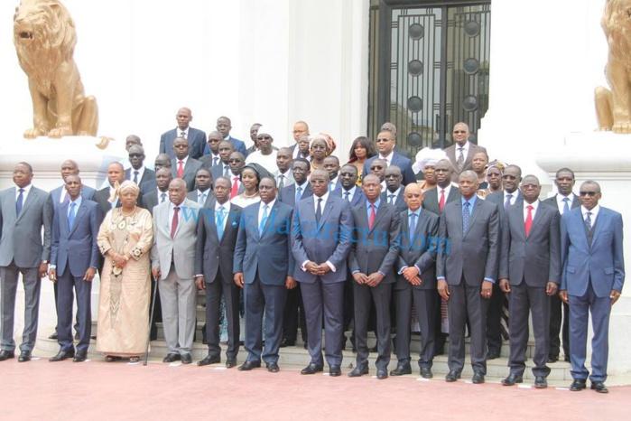 Premier communiqué du Conseil des ministres du gouvernement de Dionne.