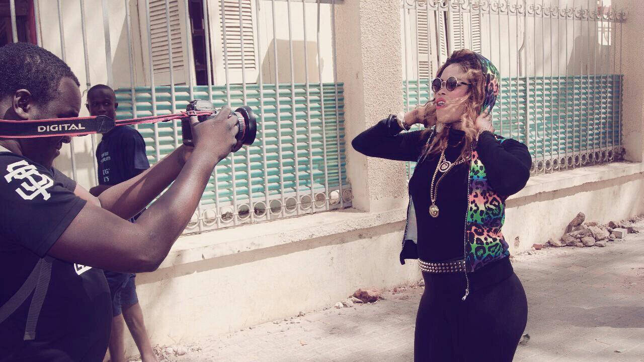 """Avant - premiére en images de la nouvelle vidéo """"Gueum Sa Bopp"""" de la rappeuse Dess Major. Regardez"""
