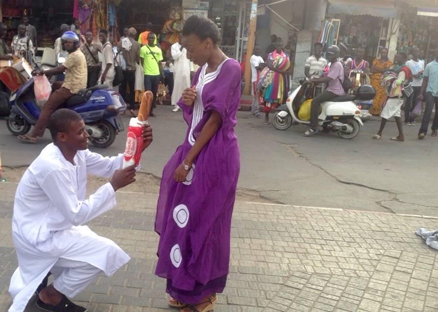 insolite  du jamais vu au sénégal, une demande de mariage avec une
