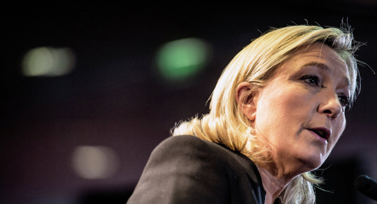 """Les migrants """" fuient la mort que nos dirigeants leur ont apportée """", selon Marine Le Pen"""