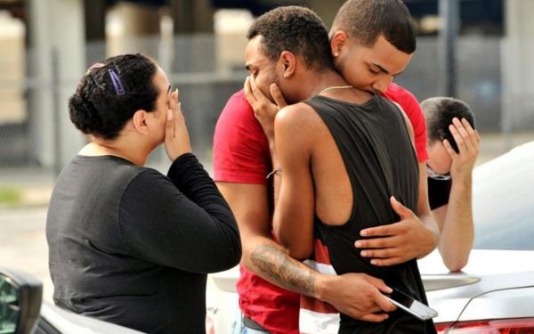 Etats-Unis: La fusillade d'Orlando fait 50 morts, le tireur identifié