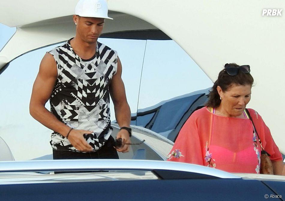 Cristiano Ronaldo se repose en famille à Ibiza… à quelques mètres de Lionel Messi !