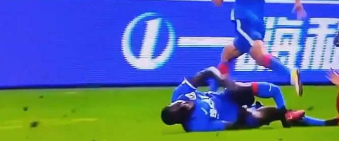 Vidéo: La blessure spectaculaire de Demba Ba qui se casse complètement la jambe (âmes sensibles s'abstenir)