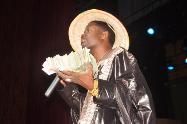 ALASSANE MBAYE, LE GRIOT DES VIP: « Harouna Dia m'a donné tellement d'argent que j'ai songé arrêter ma carrière »