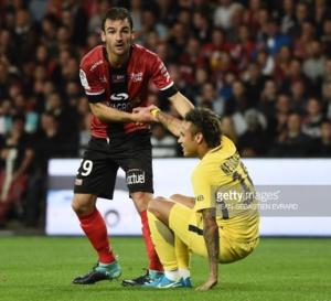 Neymar joue son premier match avec le Paris SG